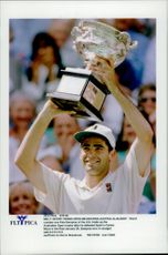 Pete Sampras defeated Carlos Moya in the final in the Australian Open 1997.