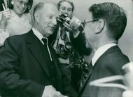 Gunnar Hedlund, the center party leader, shakes hands