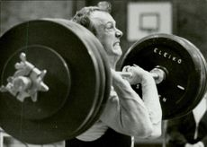 The weightlift Ingvar Asp uses all his power to lift heavily in an unknown race context