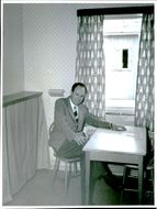 Superintendent G. Karlberg in a guest room with bed dagbäddad the newly opened hotel Tullgården.