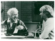 """Mickey Rooney and Dana Carvey in the TV series """"We're Guys Between"""" in TV1"""