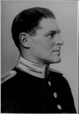Portrait picture of Captain Erik Drakenberg taken in an unknown context. - Year 1937