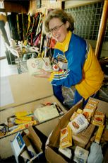 The accompanying Swedish food is packed in the winter of 1998