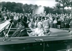 Princess Beatrix in car, waving to the people.