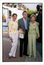Cyd Charisse, Kirk Douglas and Anne Buydens at the 25th American Film Festival in Deauville