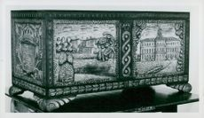 Gösta Eriksson's 80th anniversary to King Gustaf V, a wooden box with beautifully carved castles