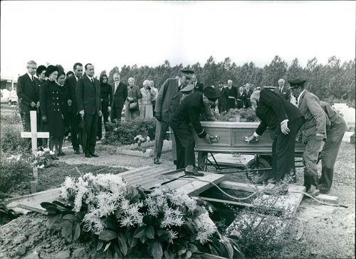Paul Henri Spaak's funeral attended by his family and friends.  - 1972