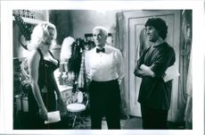 Anna Nicole Smith, Leslie Nielsen and director Peter Segal in Naked Gun 33⅓: The Final Insult.