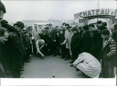 Donald Arthur Schollander is playing a game through the crowd  December 1964