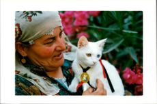 Sevim Kaptanoglu with her cat.