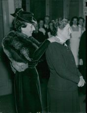 Louise Mountbatten medals Anna Nilsson for 30 years at the nursing home Eugeniahemmet