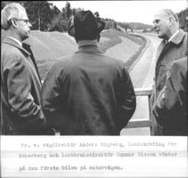 New highway opened avvägdirektör Anders Högberg and Governor Per Eckerberg