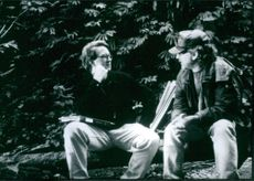 """Director Steven Spielberg and screenwriter David Koepp, on the set of a 1997 American adventure science fiction film, """"The Lost World: Jurassic Park."""""""