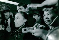Nguyễn Thị Bình is in a crowd of journalist. 1968