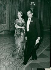 File. dr. G. Lindgren from Waldemarsudde with spouse on arrival at the royal couple's dinner in the castle