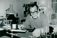 The author Eino Hanski always writes with a lit light in front of him for peace and quiet