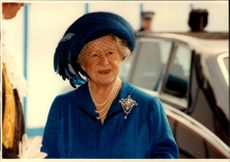 Queen Elizabeth is arriving at an event to meet former prisoners from the war in Japan.