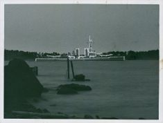 In honor of King Gustav illuminated HMS Queen Victoria, for an hour burned lamps. - 1 May 1937