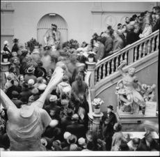Crowded on the stairs to the opening halls at Grünewaldska memorial exhibition at the Art Academy.