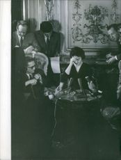 Press reporters talking to wife of Francis Gary Powers. 1960