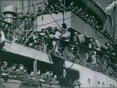 Canadian troops boarding ready to leave for Spitzbergen.