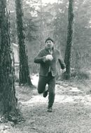 Actor Carl-Gustaf Lindstedt runs out in winter