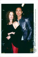 "Julia Roberts with boyfriend Benjamin Bratt at the premiere of ""Erin Brockovich"" in Los Angeles"