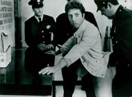 Dustin Hoffman in his role-interpretation of comedian and satirian Larry Bruce.