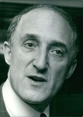 Portrait of Ron Moody, close up.