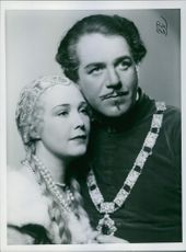 A photo of Adolf Jahr and Alice Skoglund in a film Adolf Armstarke released 1937.