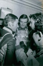 Jean-Claude Killy and Guy Périllat interview by the press people.