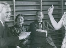 """Gull Natorp and Eric Abrahamsson sitting and looking at the man and woman dancing in a scene from the film """"Den ljusnande framtid"""", 1941."""