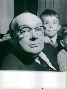 Paul Henri Spaak with little boys Charles and Francis.