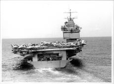The USS Enterprise hangarfart, with the majority of fighter aircraft on the plate