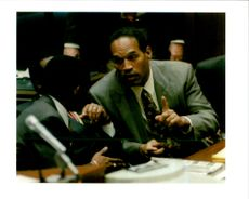 O.J Simpson confers with his attorney Carl Douglas.