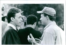 Director Andrew Fleming and Josh Charles discuss a scene in Threesome.