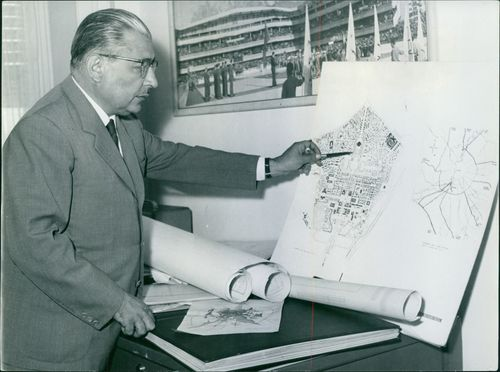 Man pointing a pen to the map.