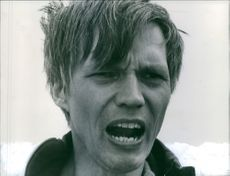 Per Oscarsson is crying in the film Ole dole doff. 1968