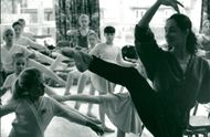 Verzhbinsky of Birmingham Royal Ballet puts youngsters through their paces at Sheringham Youth Centre