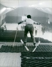 """Artificial Slalom lana in Paris The word """"slalom"""" is from the Morgedal/Seljord dialect of Norwegian slalåm: """"sla,"""" meaning slightly inclining hillside, and """"låm,"""" meaning track after skis."""