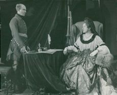 """Lars Hanson and Hjöris Pettersson in """"Karl XII"""" at Dramaten"""