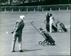 Jacques Chaban-Delmas is playing golf. 1971