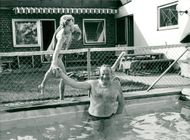 Actor Carl-Gustaf Lindstedt and the wife Tully at the pool