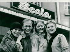 Mia Benson, Stefan Ringbom, Elisabeth Nordkvist and Märta Tikkanen outside the theater Scala