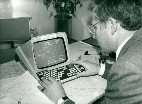 Meinard Dark from French Cap Gemini demonstrates Minitel during his visit to Stockholm