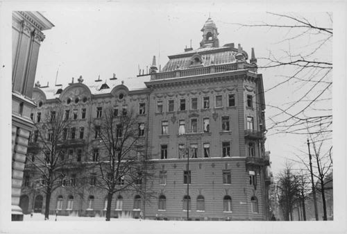 A photo of a damaged building due to the Finnish-Russian war, 1939-1940.