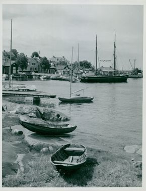 Öregrund summer 56. The harbor with the confectionery will transform Vilma into the bakery