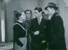"""A scene from the film """"Night in the port"""" casting by Linnéa Hillberg, 1943."""