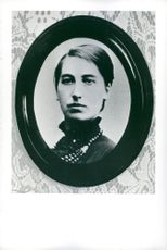 A photo framed of Victoria Benedictsson.