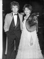 Lesley-Anne Down arrives at the premiere of the movie Capricorn One